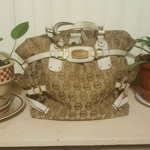 ⭕💯% Authentic Michael Kors Large Handbag